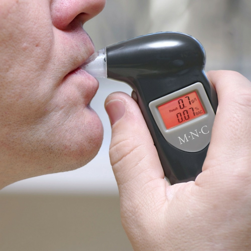 Digitális alkoholszonda kijelzővel - kulcskarikával és 5 fúvókával